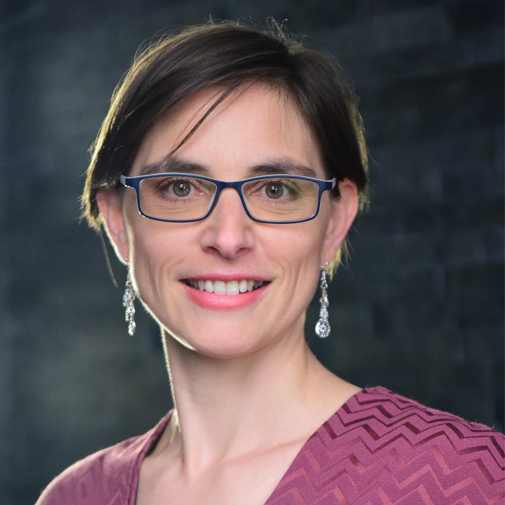 Portraitbild Dr. Sarah Gierhan